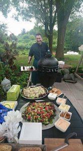Ook de catering tijdens een barbecue kunnen wij verzorgen. Inclusief kok!